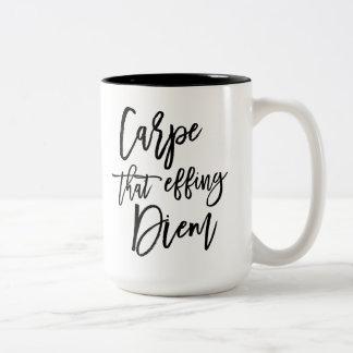 Effing Diemのブラシが引用文に文字を入れたことCarpe ツートーンマグカップ