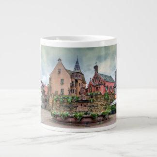 Eguisheim、アルザス、フランスの聖者レオンの噴水 ジャンボコーヒーマグカップ