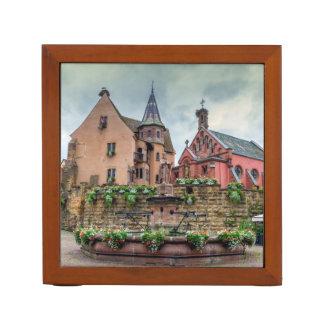 Eguisheim、アルザス、フランスの聖者レオンの噴水 ペンスタンド
