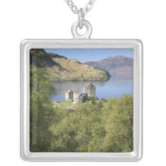 Eilean Donanの城、スコットランド。 有名なEilean シルバープレートネックレス
