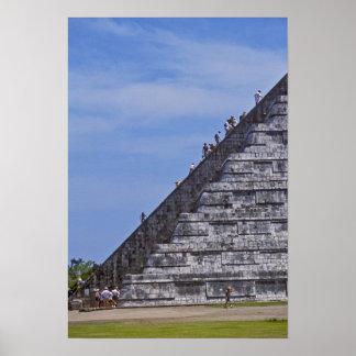 Elの台なしの階段に上っている観光客 ポスター