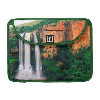 Elandsの川の滝、ムプマランガ州、南アフリカ共和国 MacBook Proスリーブ