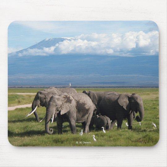 Elephants & Kilimanjaro マウスパッド