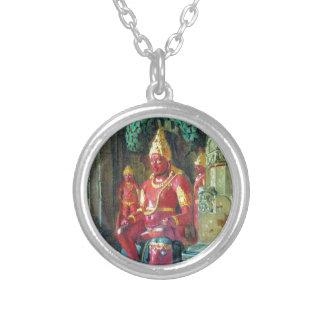 ElloraのIndraの寺院のVishnuの彫像 シルバープレートネックレス