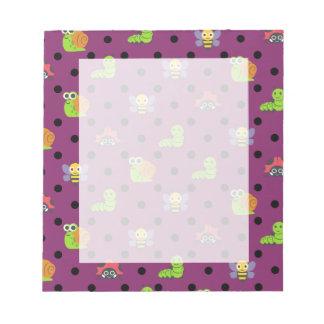 Emojiの女性虫のかたつむりの蜂の幼虫の水玉模様 ノートパッド