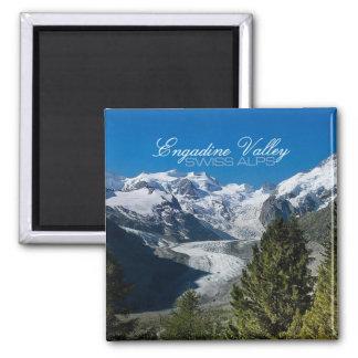 Engadineの谷の写真のスイスのアルプスの記念品の磁石 マグネット