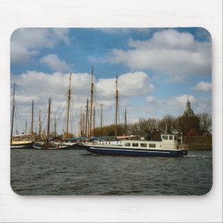 Enkhuizen港、Ijselmeerの帆船 マウスパッド