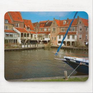 Enkhuizen港、Ijselmeerの町の港 マウスパッド