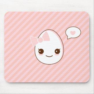 epicuteのガーリーな卵のピンクはパターンを縞で飾ります マウスパッド