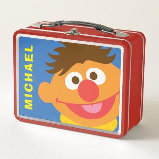 Ernieは に加えますあなたの名前を直面します ランチボックス