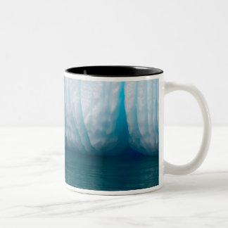 Erreraチャネルの青の観覧の氷山 ツートーンマグカップ