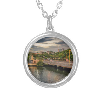 Estero Saladoの川グアヤキルエクアドル シルバープレートネックレス