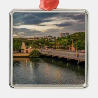 Estero Saladoの川グアヤキルエクアドル メタルオーナメント