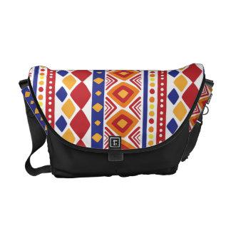 Ethnoシックで多彩なパターン メッセンジャーバッグ