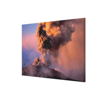 EU、イタリア、シシリーのエトナ火山の頂上の出口 キャンバスプリント