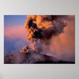 EU、イタリア、シシリーのエトナ火山の頂上の出口 ポスター