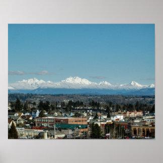 Everett、WAからの山地の眺め ポスター