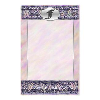 """Fのイニシャルの""""紫色の日の出""""の銀の線条細工のUnlined 便箋"""