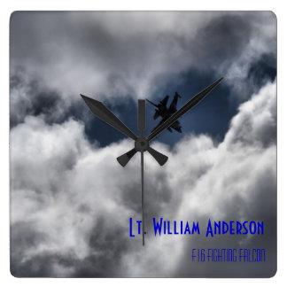 F-16戦いの《鳥》ハヤブサの嵐の空 スクエア壁時計
