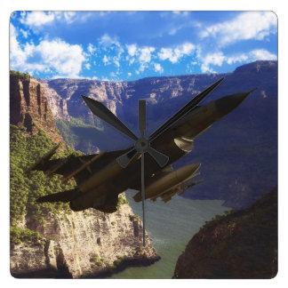 F-16戦いの《鳥》ハヤブサ スクエア壁時計
