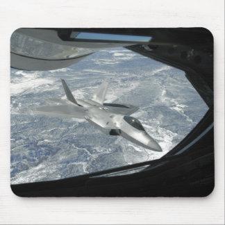 F-22猛禽はKC-135からの遠くに取引します マウスパッド