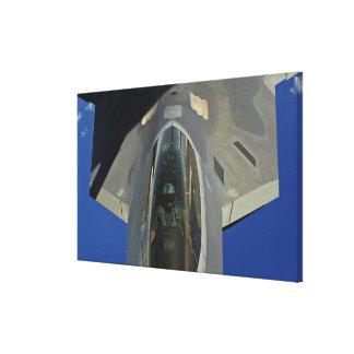 F-22猛禽はKC-135から燃料を受け取ります キャンバスプリント