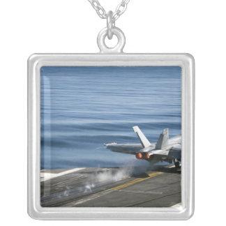 F/A-18Eによってすごいスズメバチ シルバープレートネックレス