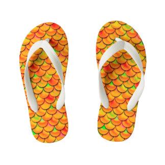 Fallnのオレンジおよび緑のスケール キッズビーチサンダル