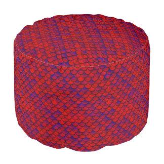 Fallnの赤いおよび紫色のスケール プーフ