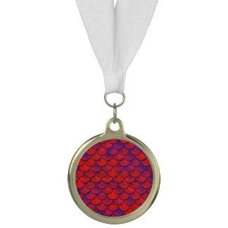 Fallnの赤いおよび紫色のスケール メダル