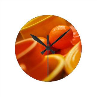 Feistaの円形のオレンジ塩およびコショウの時計 ラウンド壁時計
