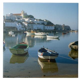 Ferragudo、アルガルヴェ地方、ポルトガルの漁村 タイル