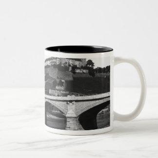 Festung Marienbergの要塞 ツートーンマグカップ