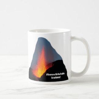 Fimmvörðuhálsの火山-アイスランド コーヒーマグカップ