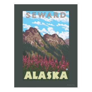 Fireweed及び山- Seward、アラスカ ポストカード