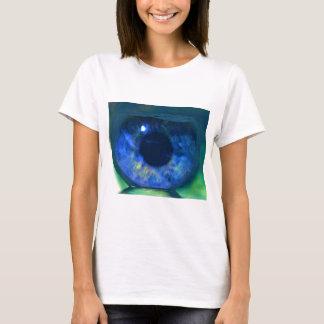 Fishbowlで浮かぶ珍しい青い目 Tシャツ