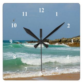 FistralのビーチNewquayコーンウォールイギリス スクエア壁時計