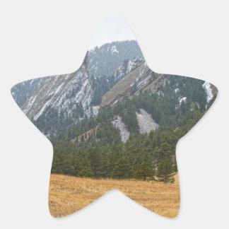 Flatironsの大きい石のコロラド州の冬の眺め 星シール