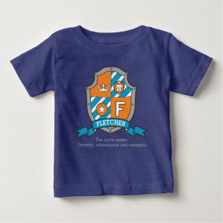 Fletcherの男の子Fの名前及び意味男の子の紋章付き外衣 ベビーTシャツ