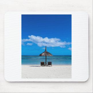 Flic en Flacマリシャスのoverlooの白い砂のビーチ マウスパッド