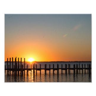 Fort Myersのフロリダの美しいオレンジ日没 フォトプリント