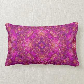 Fractuallyの暗い赤紫色の枕 ランバークッション