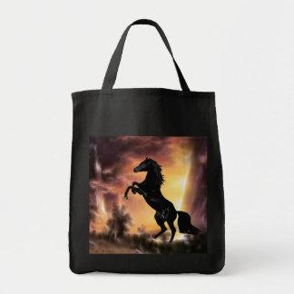 Friesianの種馬の馬の養育 トートバッグ
