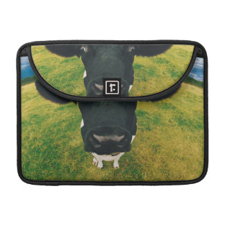 Friesian牛のHeadshot MacBook Proスリーブ