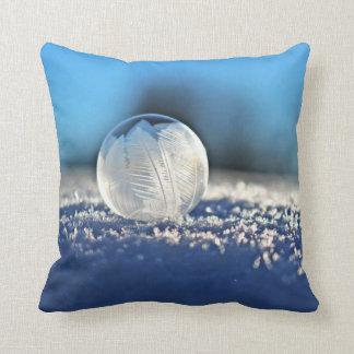 Frozen Winter Bubble Throw Pillow クッション