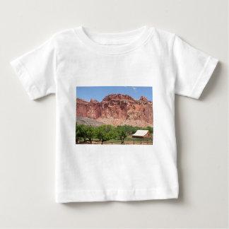 Fruitaの国会議事堂礁の国立公園、ユタ、米国 ベビーTシャツ