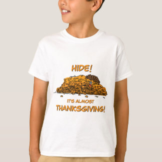 Funny Turkey Hiding in Leaves Thanksgiving Tシャツ