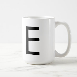 """Futuraのフォントのタイポグラフィ""""E""""のマグ コーヒーマグカップ"""