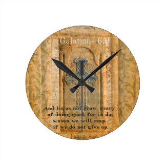 Galatiansの6:9の感動的な聖書の詩の親切さ ラウンド壁時計