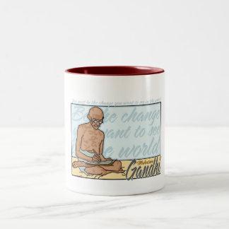 Gandhiは変更の引用文です ツートーンマグカップ